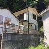 真ん中の家(2階家)です